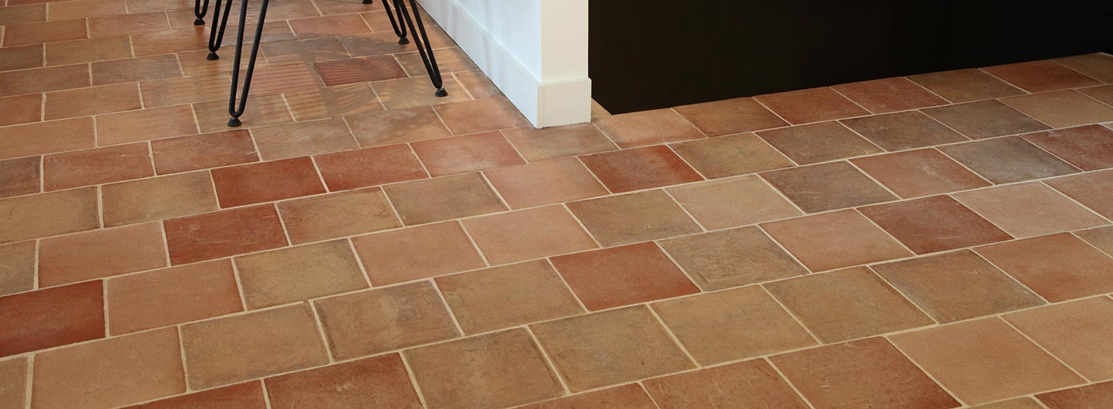 Tomette tiles, a natural material